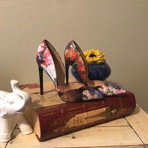 Floral pumps 🎀 NWOT